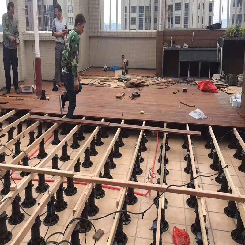 海口某小区木塑地板安装