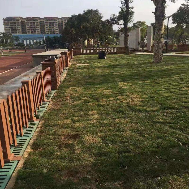 海口某小区木塑护栏案列
